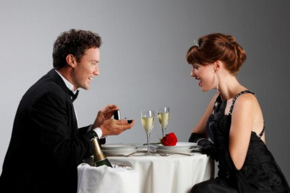 marriage proposal in romantic restaurant